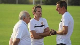 Ramis junto al presidente Alfonso García y el director deportivo...