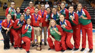 La selección mexicana con la medalla de plata del Centrobasket