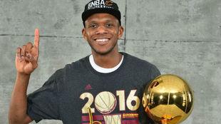 James Jones durante celebrando su título de campeón de la NBA con...