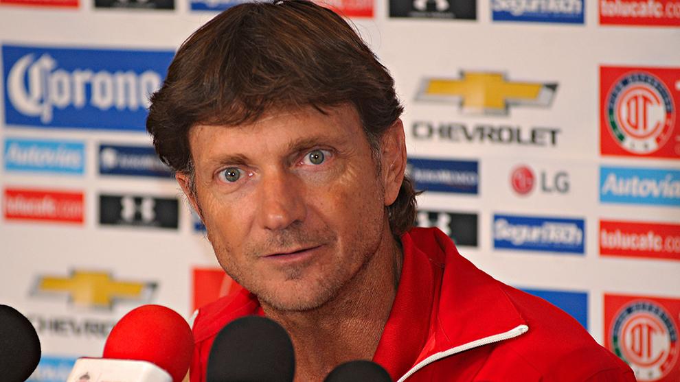 Hernán Cristante durante una conferencia de prensa.