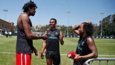 Lucas Nogueira habla con Casemiro y Marcelo