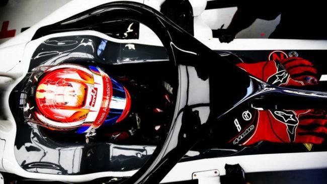 Romain Grosjean prueba el 'halo' en el pasado GP de Brasil.