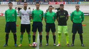 Los capitanes del Racing y el Sporting posan en el Memorial Manuel...