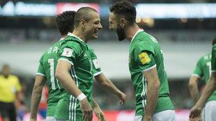 Miguel Layún y Javier Hernández con selección mexicana