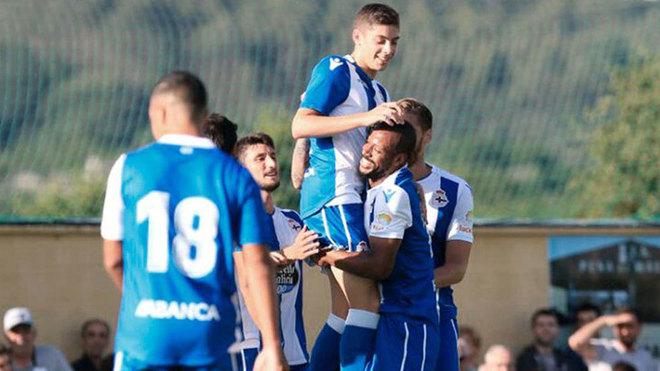 Los jugadores del Dépor celebran el gol de Valverde.