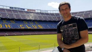 Juliano Belletti, posando en el Camp Nou