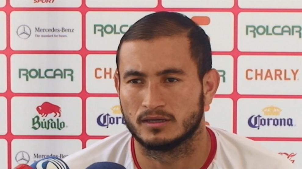 Carlos González durante una conferencia de prensa.