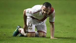 Rat se duele de un golpe en un partido de esta temporada en Vallecas