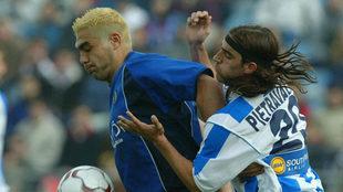 Míchel protege un balón ante Pietravallo en un Getafe-Leganés de la...
