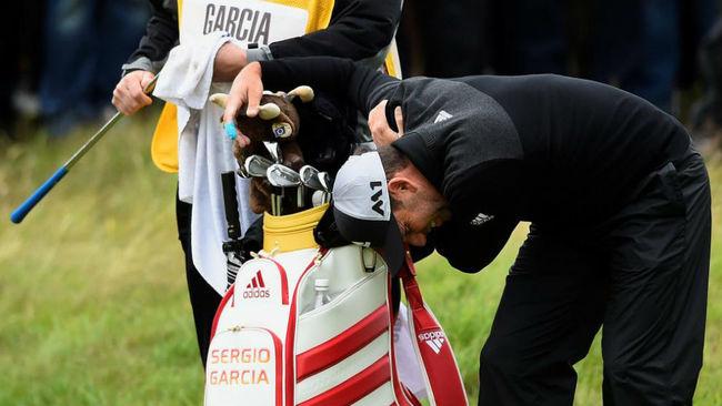 Sergio García se duele del hombro derecho durante la segunda jornada...