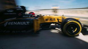 Robert Kubica, con un Renault en los test de Valencia de junio