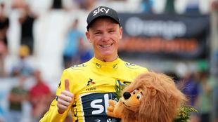 Chris Froome celebrando su triunfo en el velódromo de Marsella.