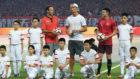 Cristiano Ronaldo posa con Ricardo Carvalho (SIPG) y Zhang Wenzhao...