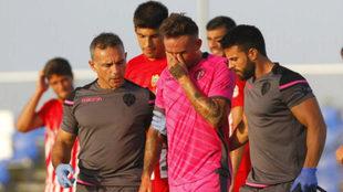 Roger abandona el partido entre lágrimas tras lesionarse.