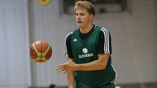 Luka Doncic entrenando con la selección de Eslovenia