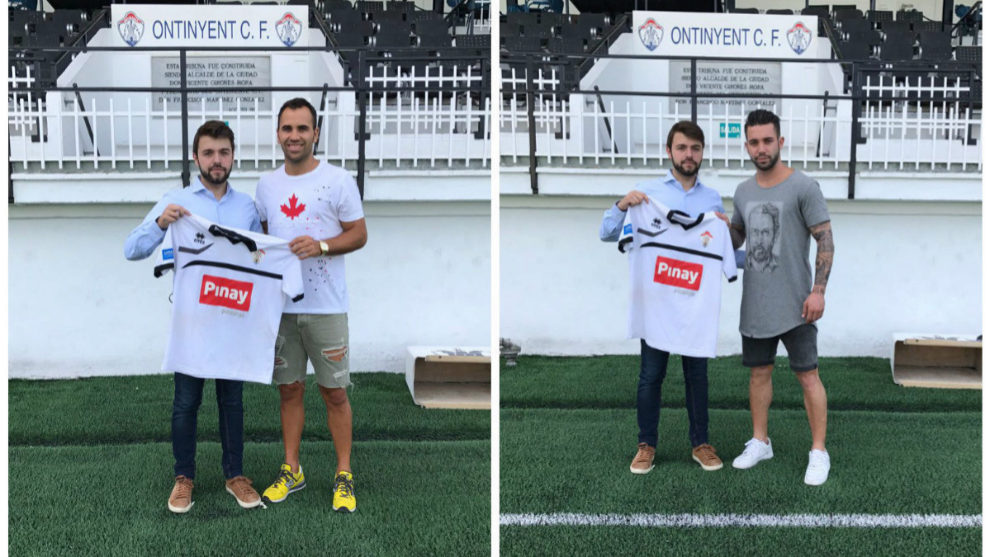Montes (izquierda) y Albiol (derecha) posan con sus nuevas camisetas.