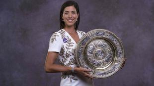 Garbiñe Muguruza, con el título de campeona de Wimbledon