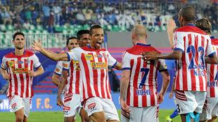 Los jugadores del Kolkata celebran un gol el curso pasado
