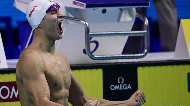 Yang Sun reacciona con euforia tras su triunfo en los 400 libre