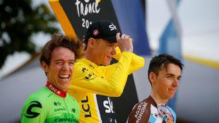 Rigoberto Urán en el podio del Tour de Francia.
