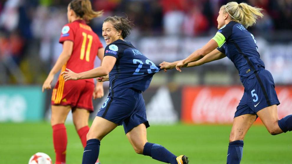 Francesca Kirby celebra el primer gol del partido.