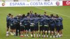 Los jugadores de Costa Rica, en el entrenamiento previo al amistoso...