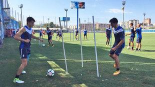 Jugadores del Espanyol, durante la sesión de entrenamiento de esta...
