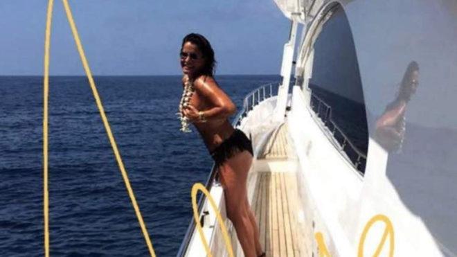 El Topless De Aída Nízar En La Cubierta De Un Barco En Ibiza Marcacom