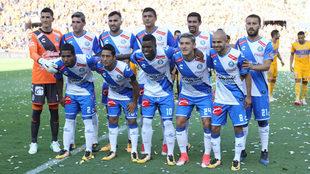 El once del Puebla durante su debut en el A2017