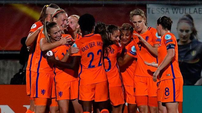 Las jugadoras holandesas celebran su pase como primeras de grupo.