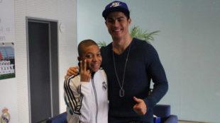 Mbappé, con 14 años al lado de Cristiano Ronaldo en Valdebebas