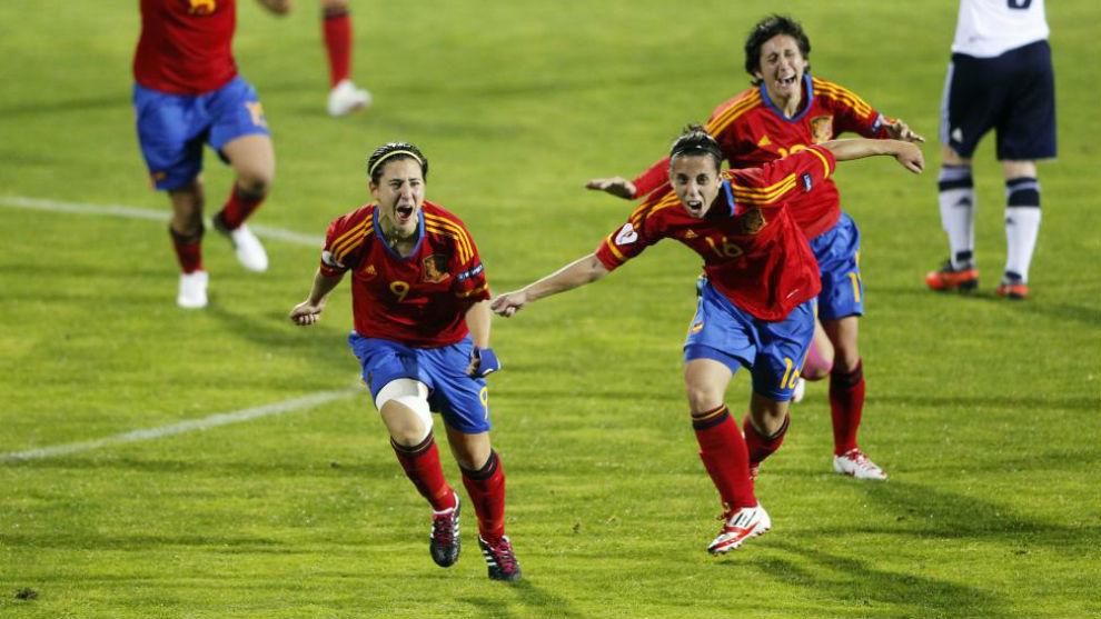 Vero Boquete celebra el gol que clasificó a España para la Eurocopa...