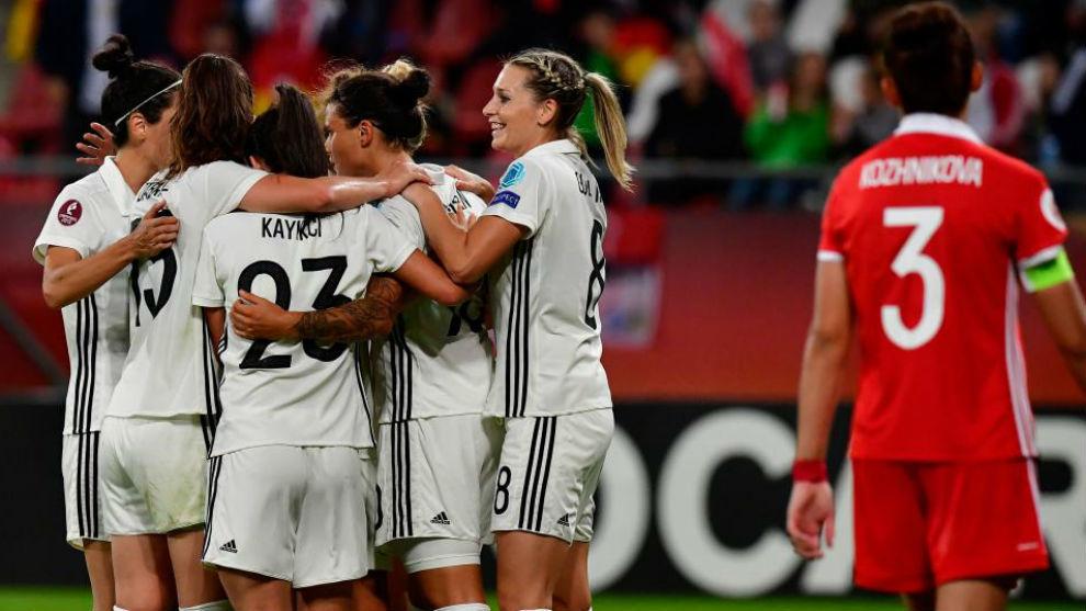 Las jugadoras alemanas celebran un gol ante Rusia.