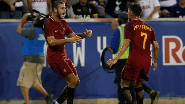 Marco Tumminello celebra el tercer gol de la Roma
