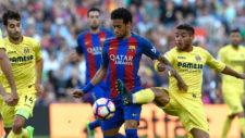Jonathan dos Santos disputa el balón con Neymar en un partido de...