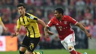 MIkel Merino and Douglas Costa, in a Borussia v Bayern
