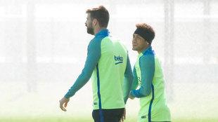 Neymar y Piqué, en un entrenamiento.