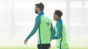Neymar y Piqu�, en un entrenamiento.