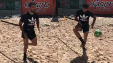Diego Costa, entren�ndose sobre la arena de la playa.