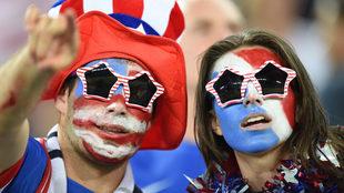 Aficionados estadounidenses, apoyando a su equipo en la final.
