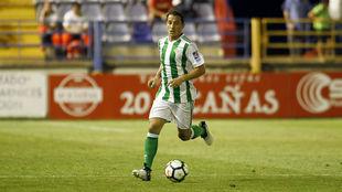 Guardado conduce un balón en el duelo ante el Extremadura.