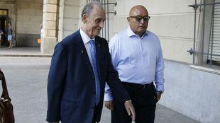 Lopera llega a la Audiencia Provincial de Sevilla.