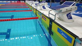 Paneles de cronometraje instalados en la piscina del Duna Arena de...