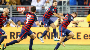 Jordan Morris festeja el gol de la victoria