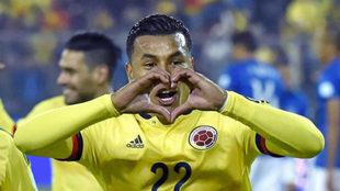 Jesion Murillo celebra un gol con la selección de Colombia.