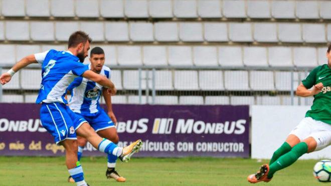 Emre Çolak dispara para marcar su primer gol
