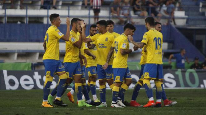 Los jugadores de Las Palmas celebran un gol.