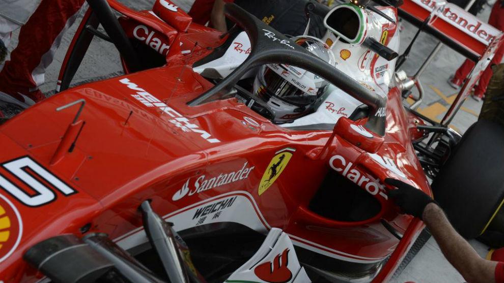 Sebastian Vettel, con el halo en su Ferrari