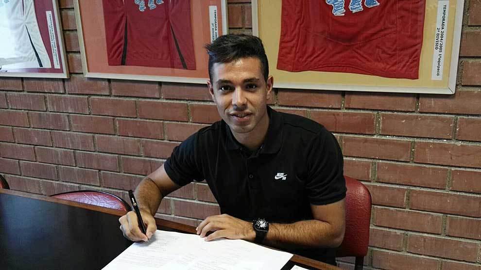 Álvaro Bustos, nada más firmar con su nuevo equipo