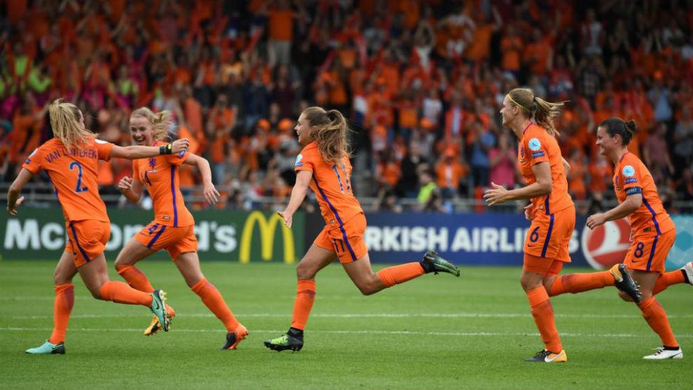 Las jugadoras de Holanda celebran un gol ante Suecia.